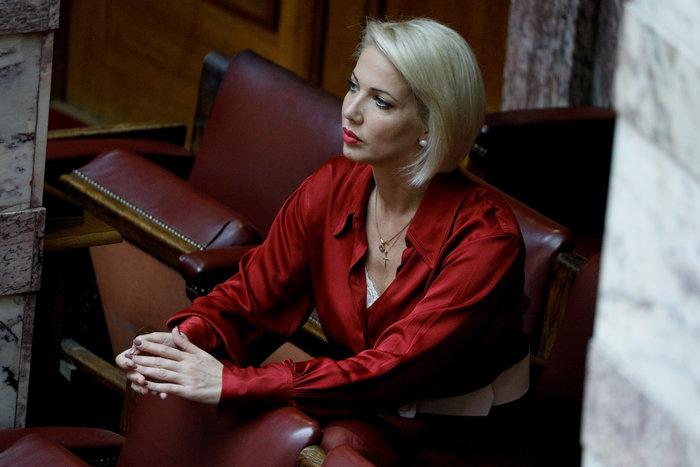 Κατερίνα Μονογιού, βουλευτής: Από Μις Πελοπόννησος, διαιτολόγος στη Μύκονο