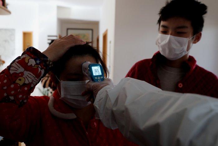 Εργόστασιο για νοσοκομειακές μάσκες χτίζει σε 6 μέρες το Πεκίνο