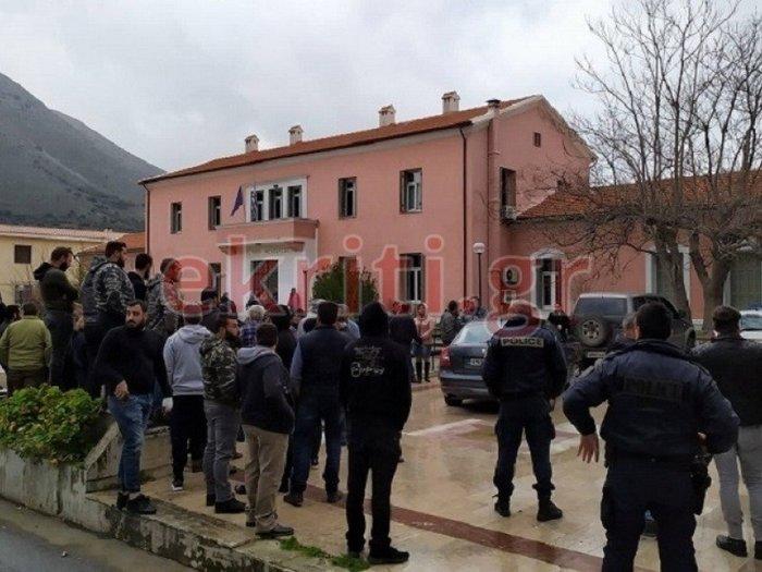 Λασίθι: Πήγαν να λιντσάρουν τον φονιά - Χαμός στα δικαστήρια
