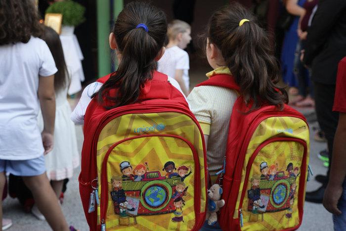 Τα παιδιά βλέπουν έως 30.000 τηλεοπτικές διαφημίσεις ετησίως