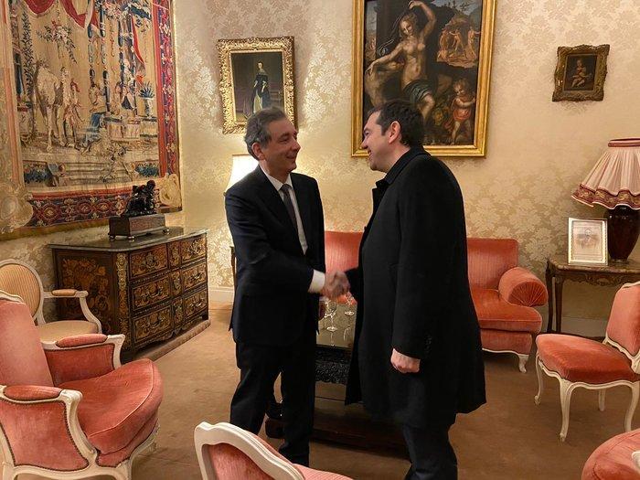 Για Καζαντζάκη και Μικρούτσικο συζήτησε ο Τσίπρας στο Παρίσι - εικόνα 2