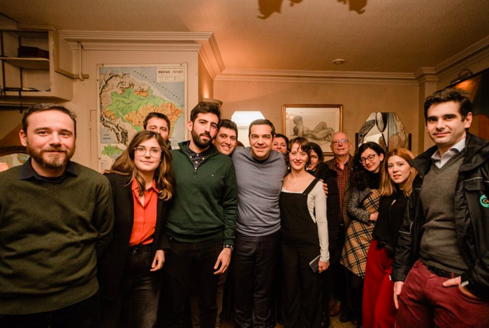 Mε casual εμφάνιση ο Τσίπρας συναντήθηκε με νέους στο Παρίσι - εικόνα 4